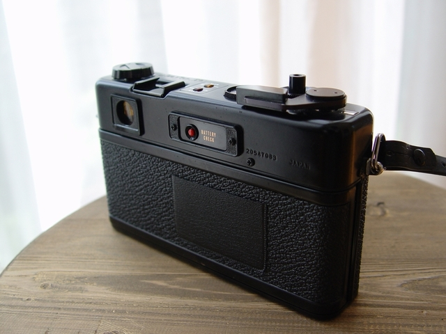 YASHICA ELECTRO 35GT (背面)